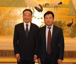 董事长周有财与原人大常委会委员长吴邦国合影